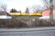 Sternstraßensiedlung: Barrierewirkung des Bahndamms