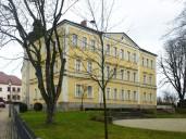 Arzberg_klassizistische Fassade des ehemaligen Zentralschulhauses