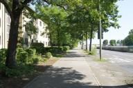 Berlin Cité Pasteur: Bebauung am Kurt-Schumacher-Damm