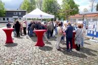 Kempten_Ost: viele Besucher am Marktstand am Tag der Städtebauförderung